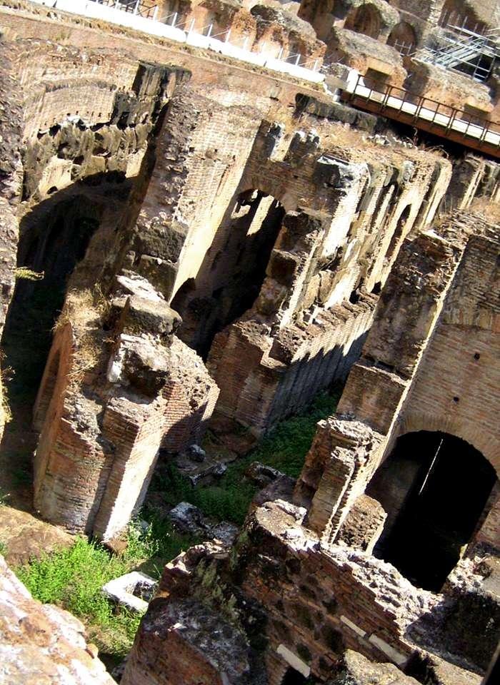 Kolezyum (Colesseo)'un İç Görüntüsü-Roma. Girişe İzin Verilmeyen Zemin Kat