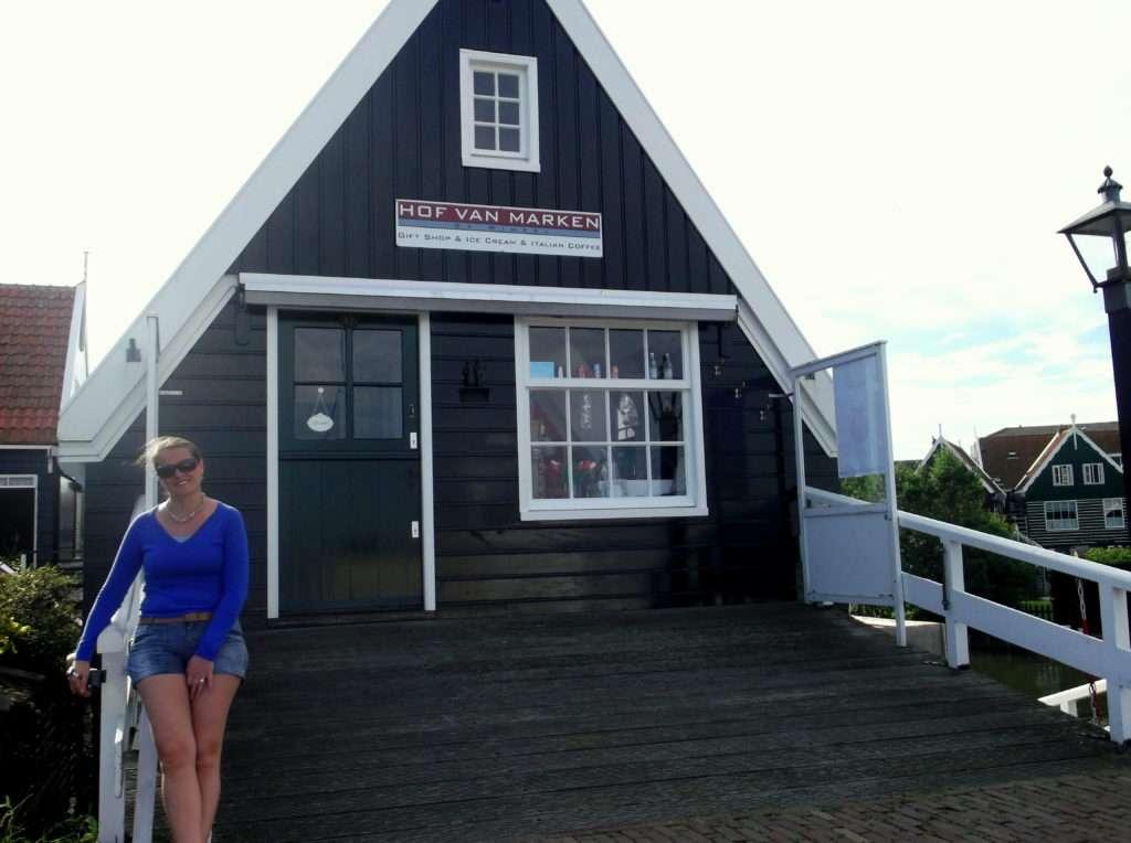 Marken Bir Hediyelik Eşya Dükkanı