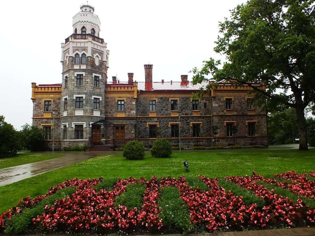 Letonyaya seyahat: Sigulda. Şehrin manzaraları
