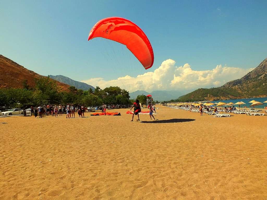 Adrasan plajlarında paragliding