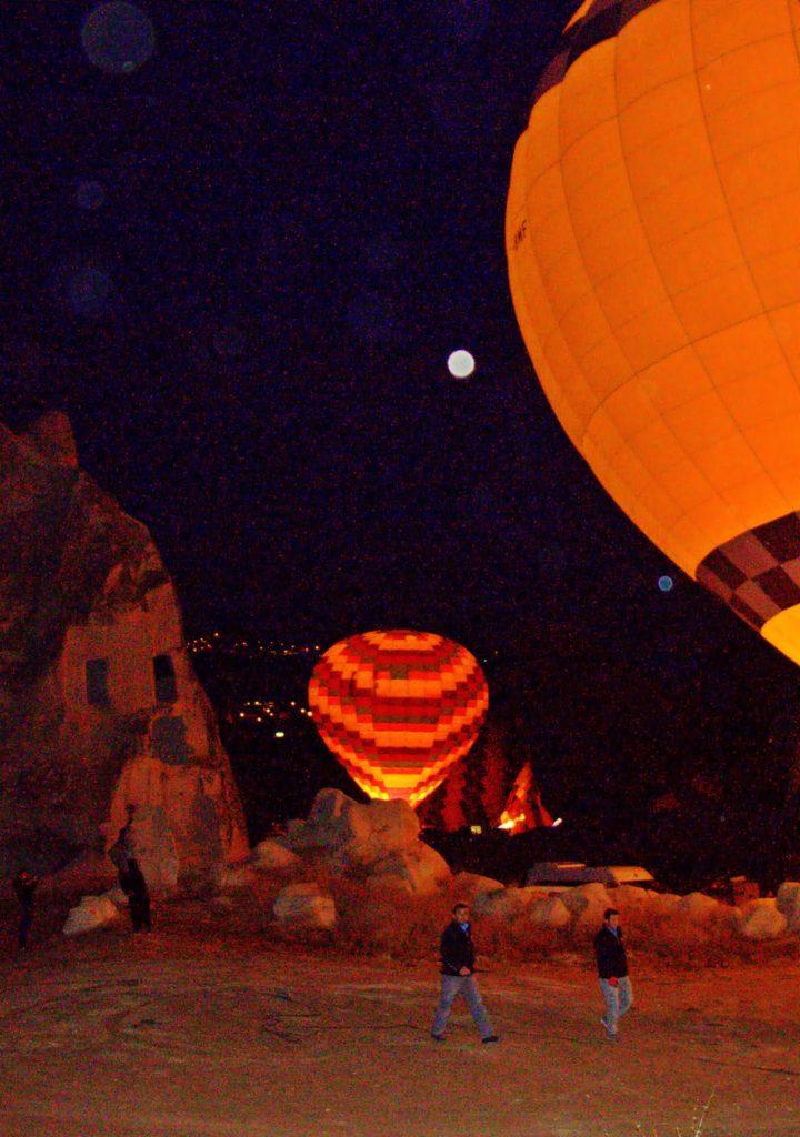 Kapadokya'da Balonlar Uçuşa Hazırlanıyor