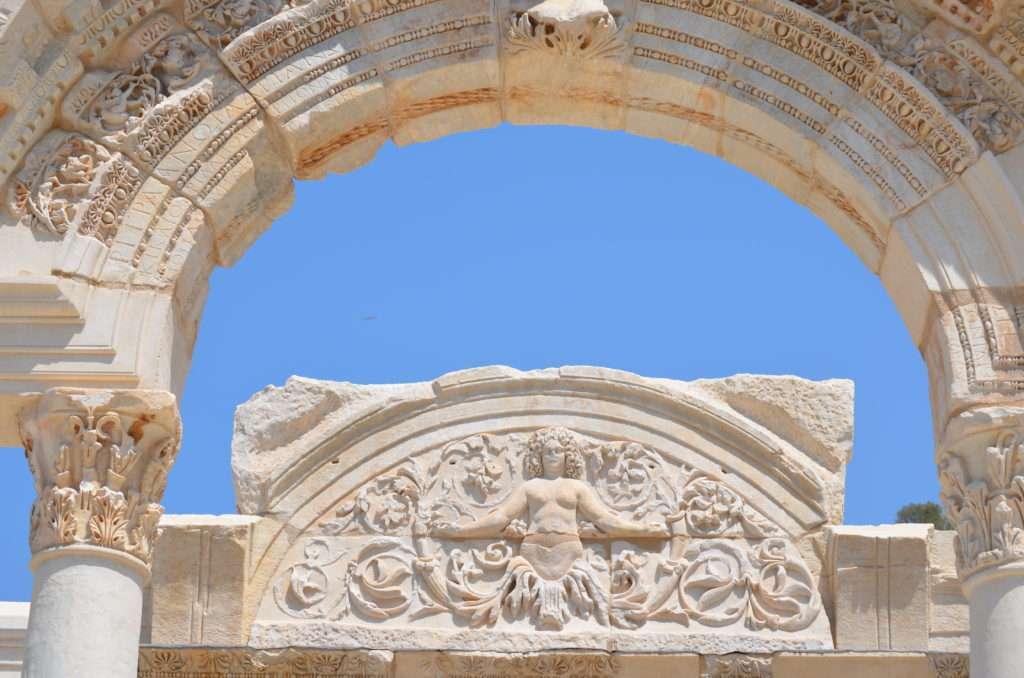 Efes Antik Kenti Hadrian Tapınağı ve Tanrıça Medusa