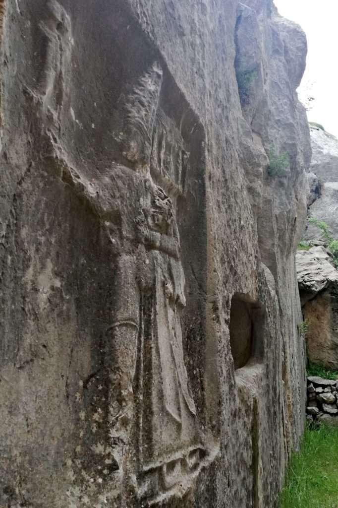 IV. Tutalya, Koruyucu Tanrısı Şarruma ve Adak Nişi Küçük Galeri- Yazılıkaya Açık Hava Tapınağı