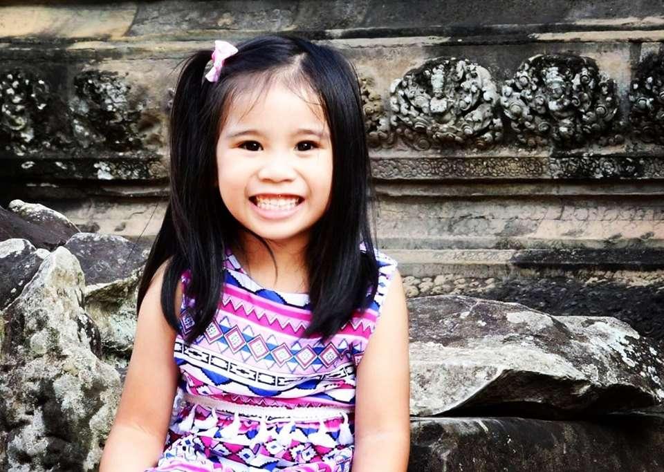 Angkor Wat Tapınağı Bir Çocuk