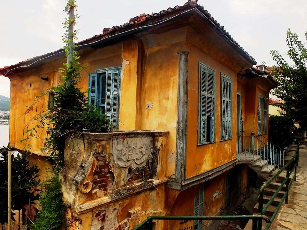 Poulidou Caddesi'nde Eski Bir Ev