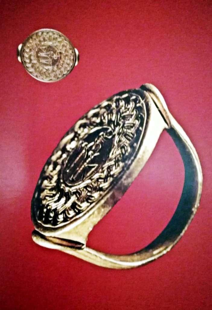 Hitit Altın Yüzük Mühür Fotoğrafı-Alacahöyük Müzesi
