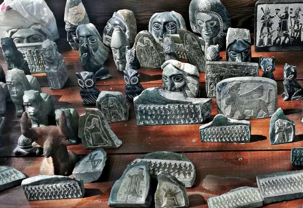 Küçük Heykel ve Yazıt Taklitleri