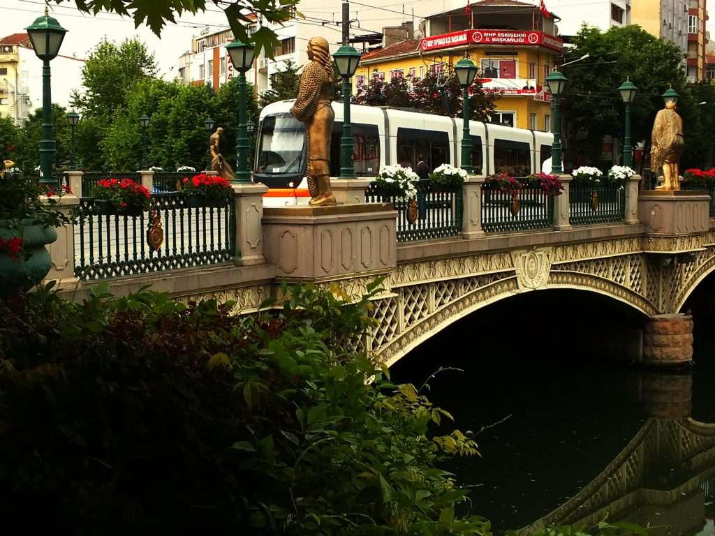 Adalar Bölgesi Eskişehir'de Bir Tramvay