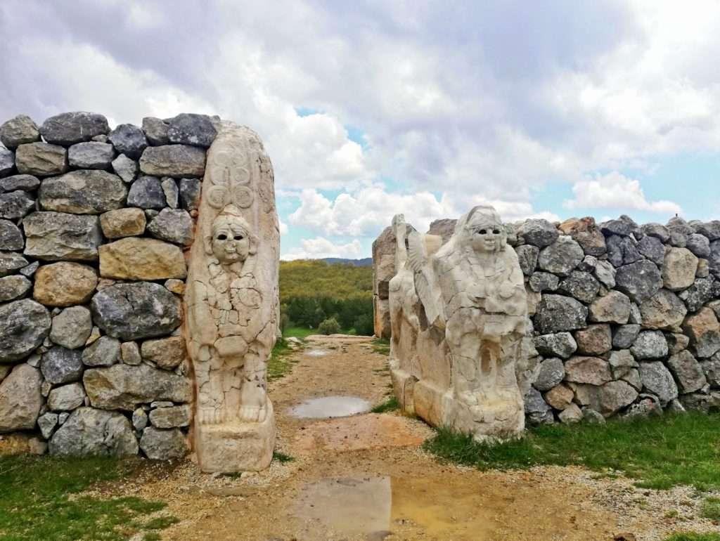 Asılları Boğazköy Müzesi'nde Bulunan Sfenkslerin Replikaları - Sfenksli Kapı Hattuşaş
