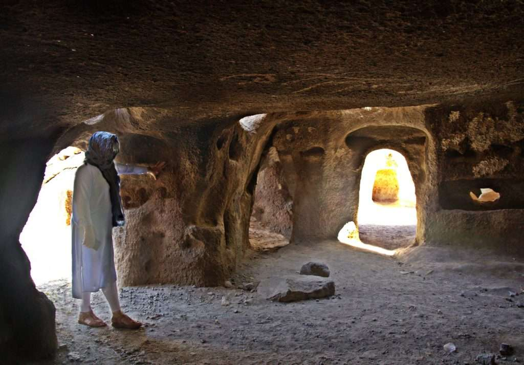 Kandovan Yolu Üzerindeki Mağara Evler- İran