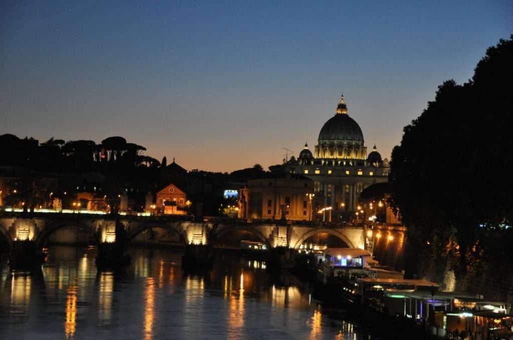 Gece Tiber Nehri ve Vatikan