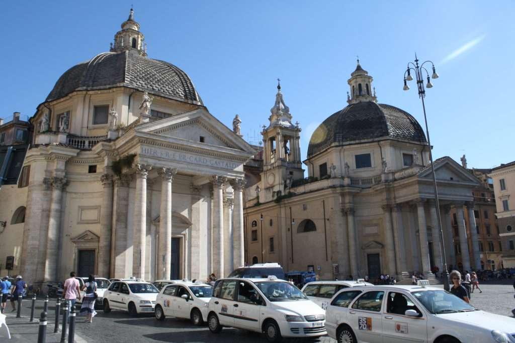 İkiz Kiliseler; Chiesa di Santa Maria dei Miracoli ve Basilica di Santa Maria in Montesanto
