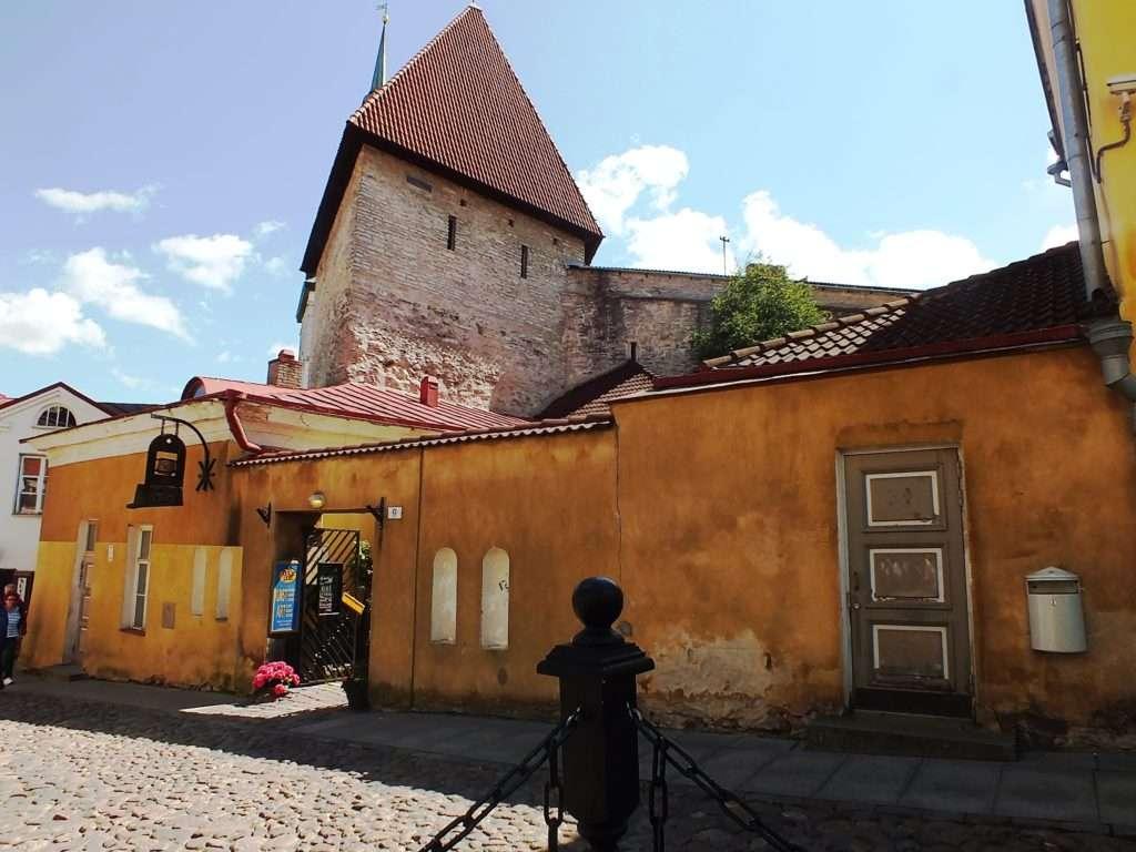Lühikese Jala Väravatorn (Kısa Bacak Kulesi)