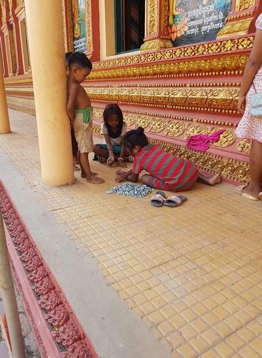 Chong Khneas Köyü'nde Bir Tapınak