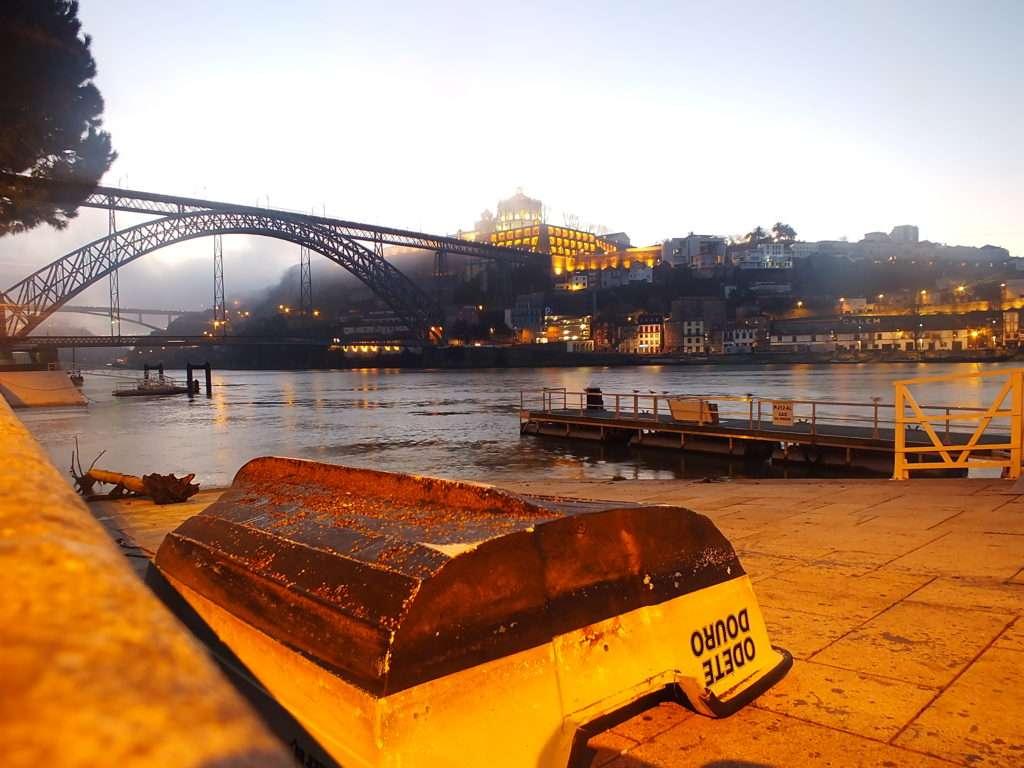 Sabah Ponte Dom Luís I Köprüsü ve Sis (Gün Doğumu) Riberia