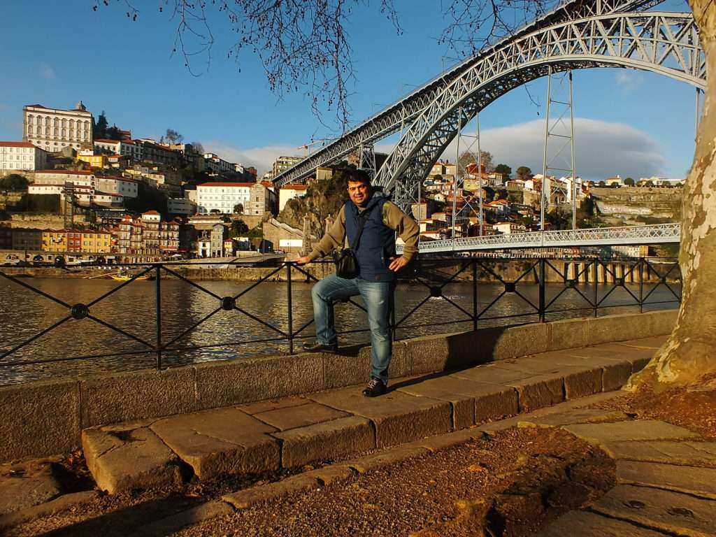 Bulutsuz Havada Öğlen Ponte Dom Luís I Köprüsü Vila Nova de Gaia