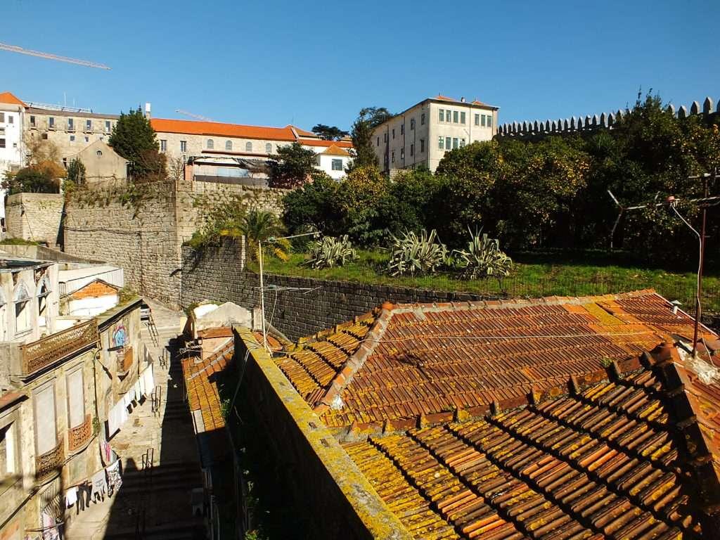 Porto Katedrali (Sé do Porto) Yakınındaki Surlar
