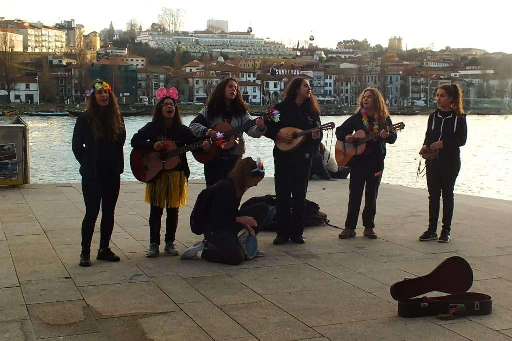 Riberia Şarkı Söyleyen Kızlar