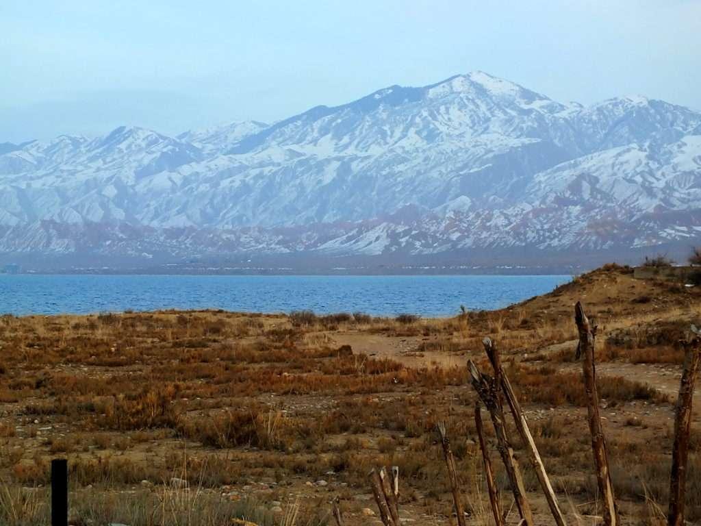 Issık Gölü ve Tanrı Dağları