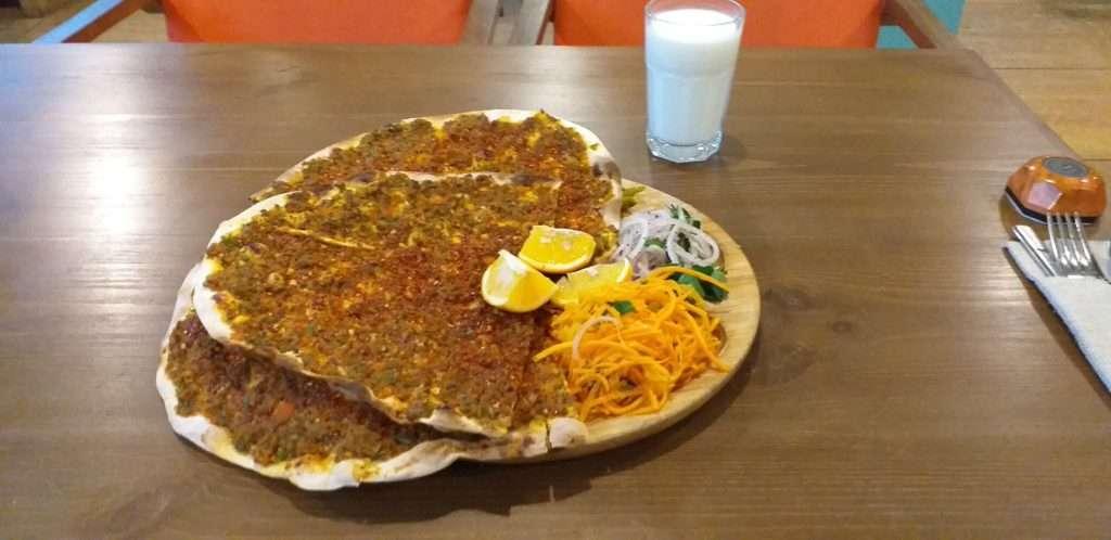 Адана кебаб Кафе (Adana Kebap Kafe) Acılı Lahmacun
