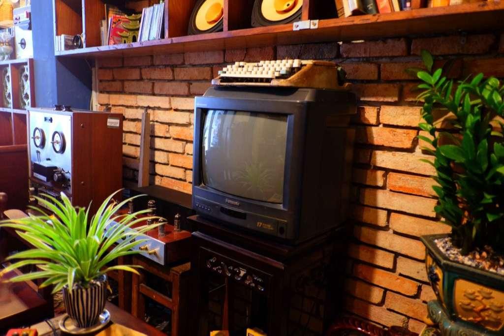 Vintage-Designed Coffee Shop