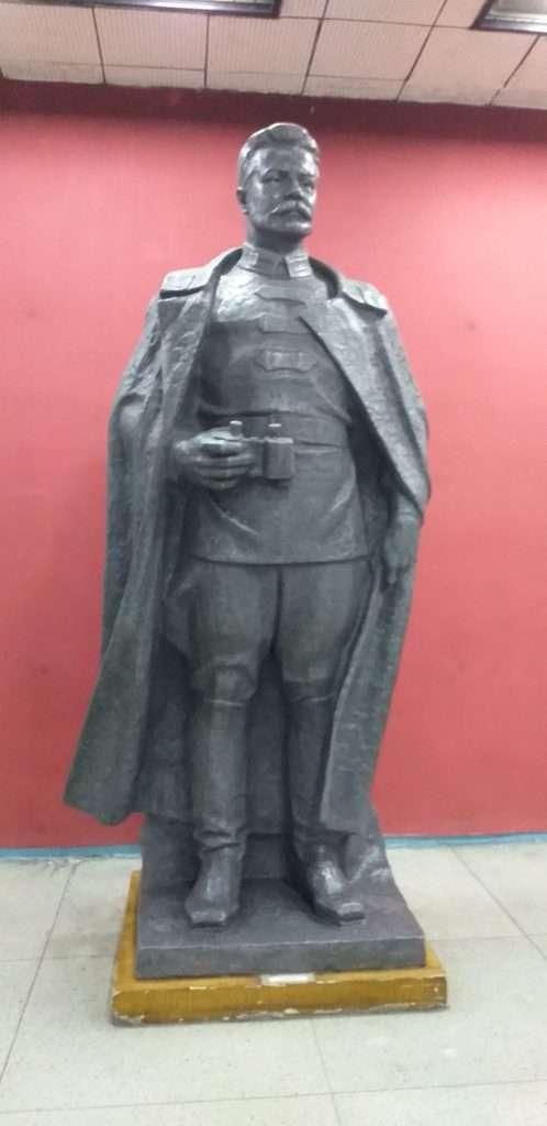 Müzenin Girişindeki Mikhail Vassilievich Frunze Heykeli