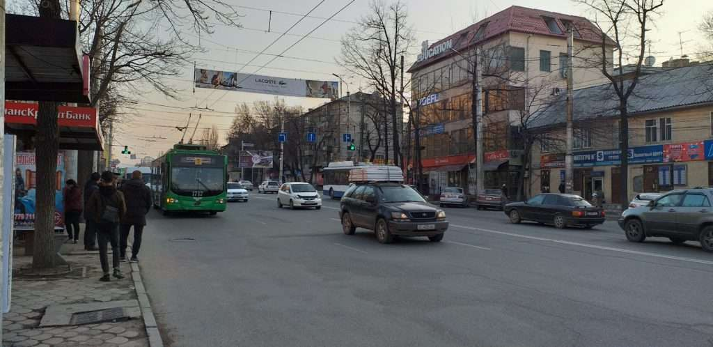 Bişkek'te Bir Troleybüs