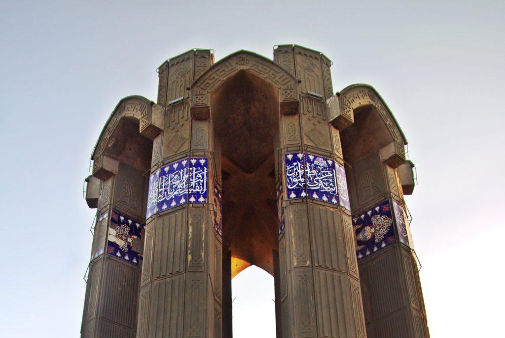 Şehitler Anıtı Eynali Dağı-Tebriz