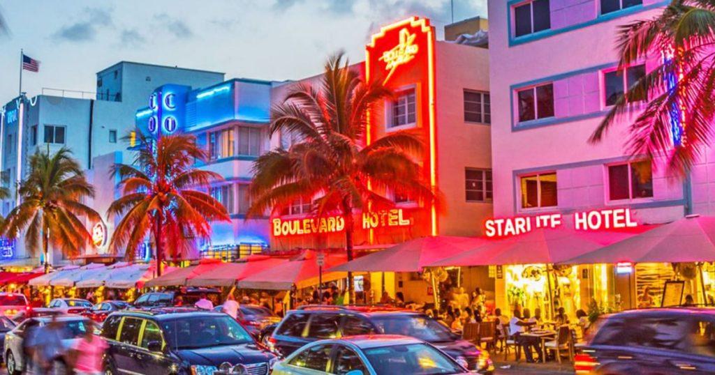 Miami Okyanusun bir üst sokağı Ocean Drive