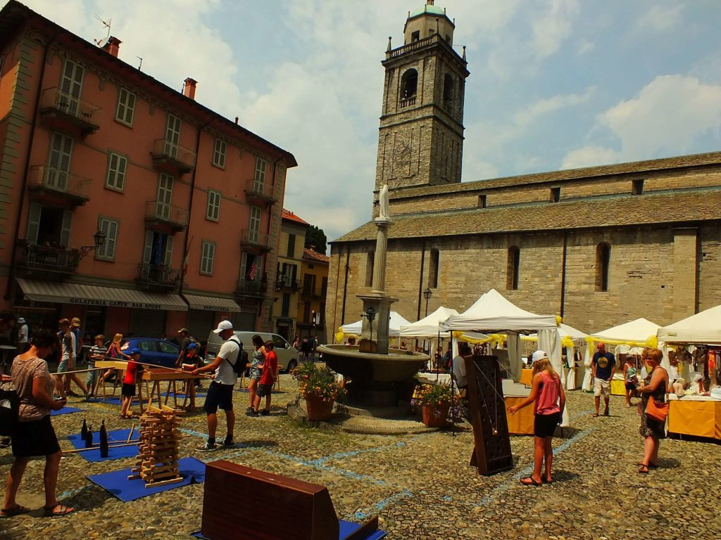 Bellagio Kilise Meydanı (Piazza della Chiesa)