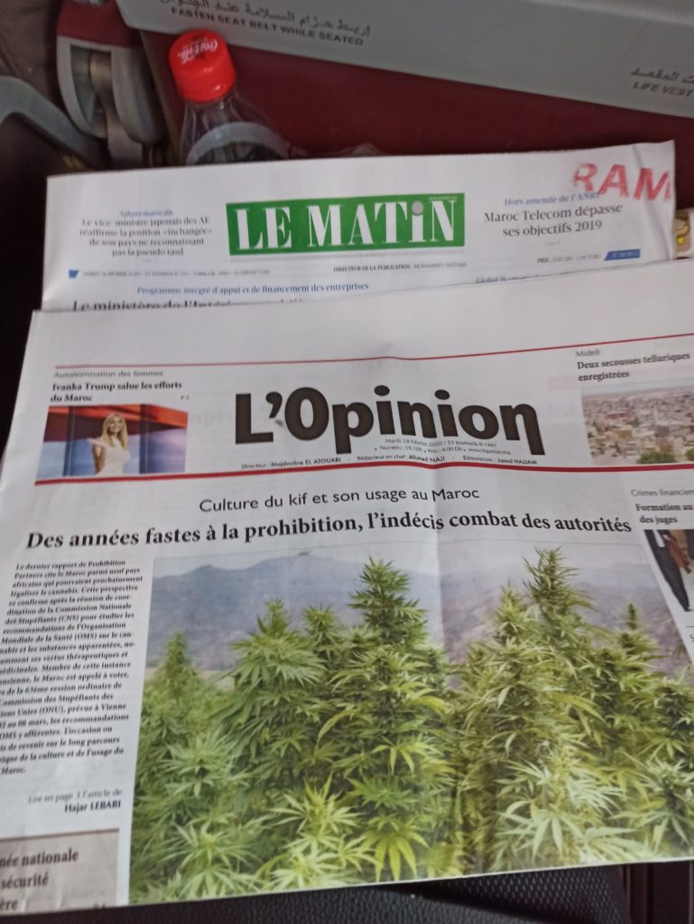 Royal Air Maroc ile Kazablanka Fransızca Gazeteler