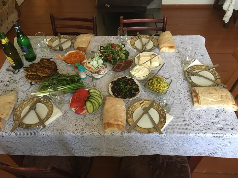 Ermenistan'da Solo Seyahat Köy Evinde Yediğimiz Öğle Yemeği