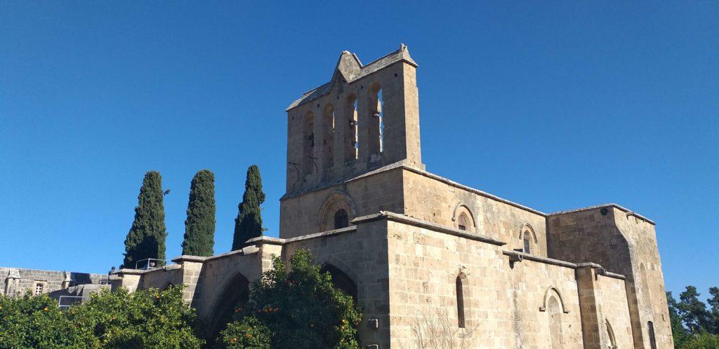 Beyaz Giymiş Meryem Ana Kilisesi (Ayia Asproforesha Kilisesi)
