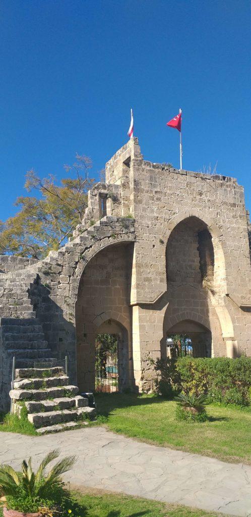 Bellapais Manastırı Ön Kapı