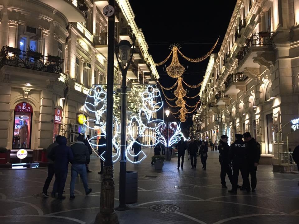 Bakü Nizam Caddesi Gece