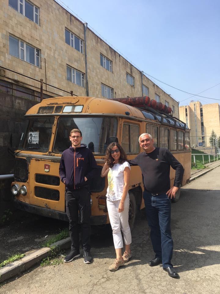 Rehberimiz Beqa ve 5 Dil Bilen Şoförümüz Araik