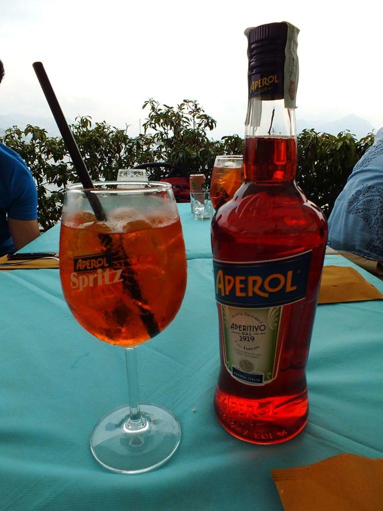 Isola Superiore'de Ne Yenir? Nerede Yenir? New Bar