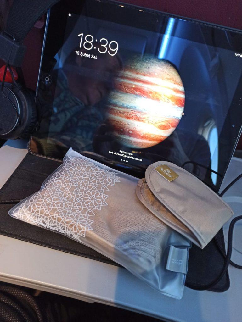 Royal Air Maroc ile Kazablanka Uyku Gözlüğü, Tablet ve Çorap