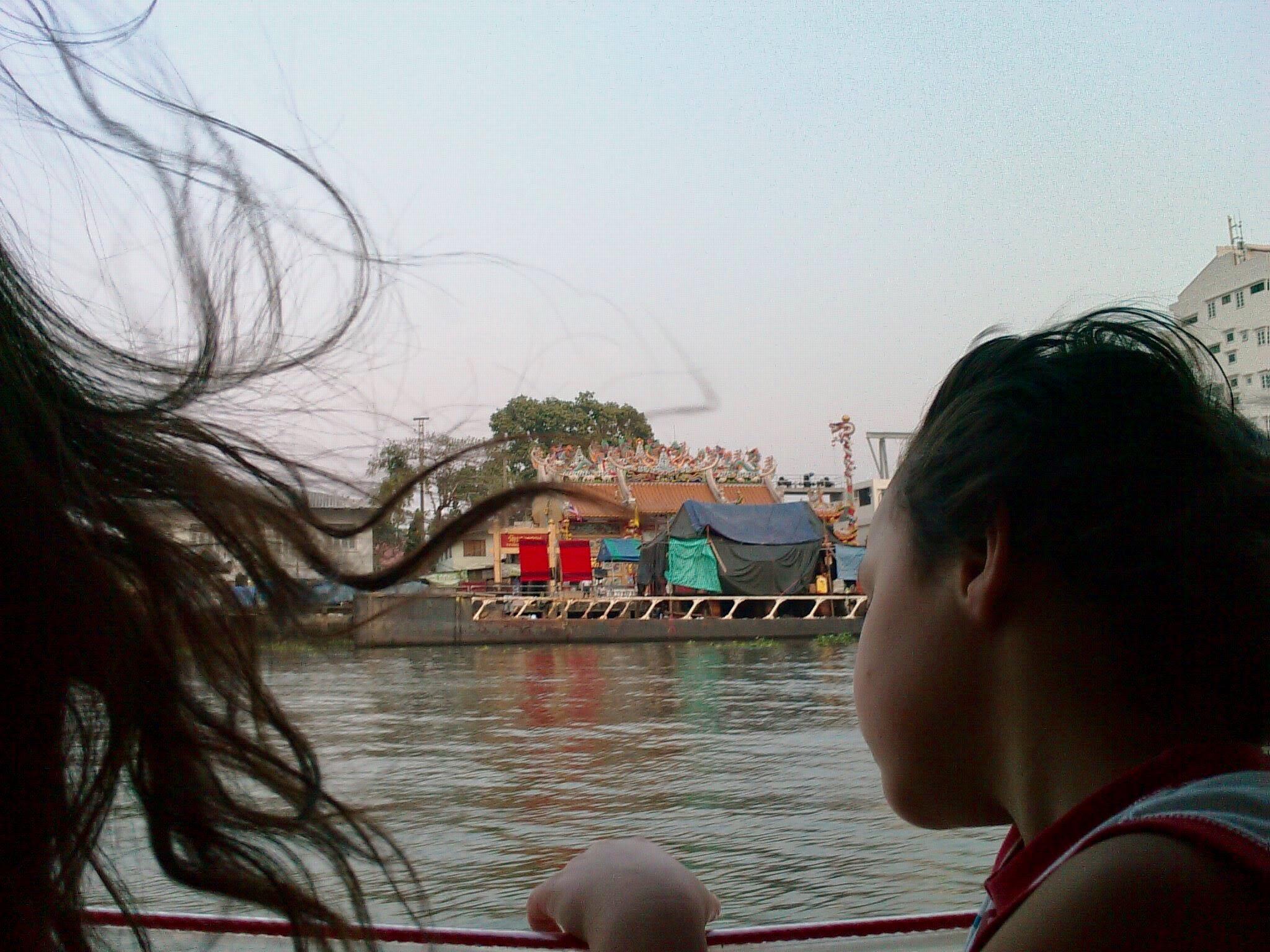Bangkok Kanal Tekneleri ile Şehir Keşfi