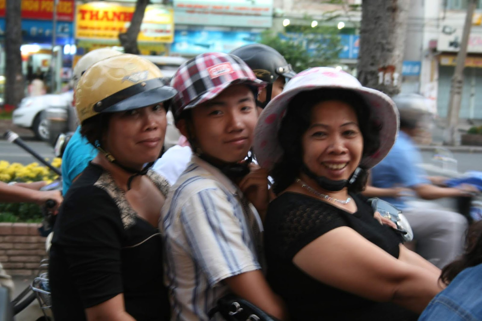Ho Chi Minh City İşte Vietnam: Motosiklet ve Güleryüzlü insanlar
