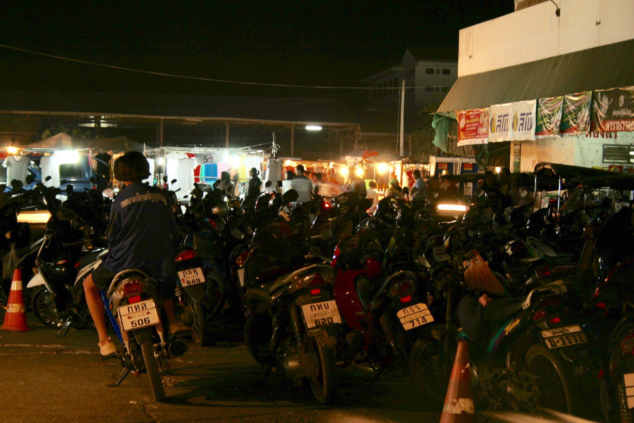 Bangkok'tan Kamboçya Sınırına Tayland-Aran Çekirge Sürüsü Gibi Motosikletler