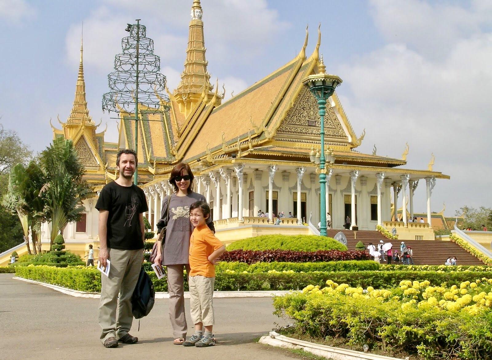 Phnom Penh Yol Arkadaşımız Metin ve Oğlum Poyraz