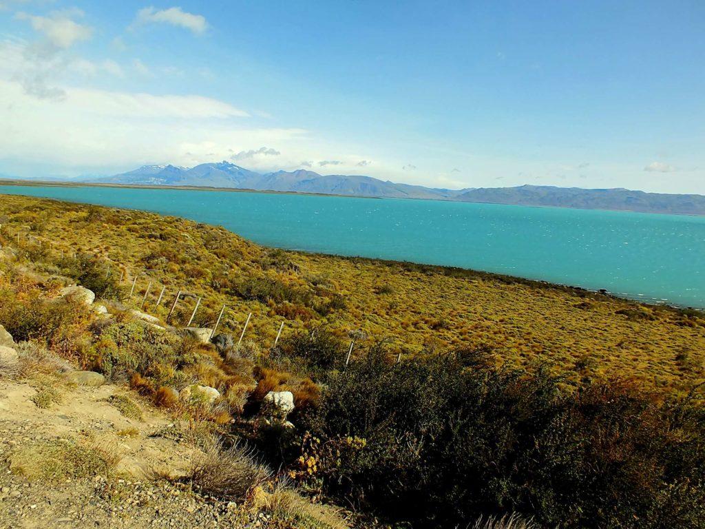 Lago Argentino ve Uzakta Upsala Buzulunun Olduğu Bölge