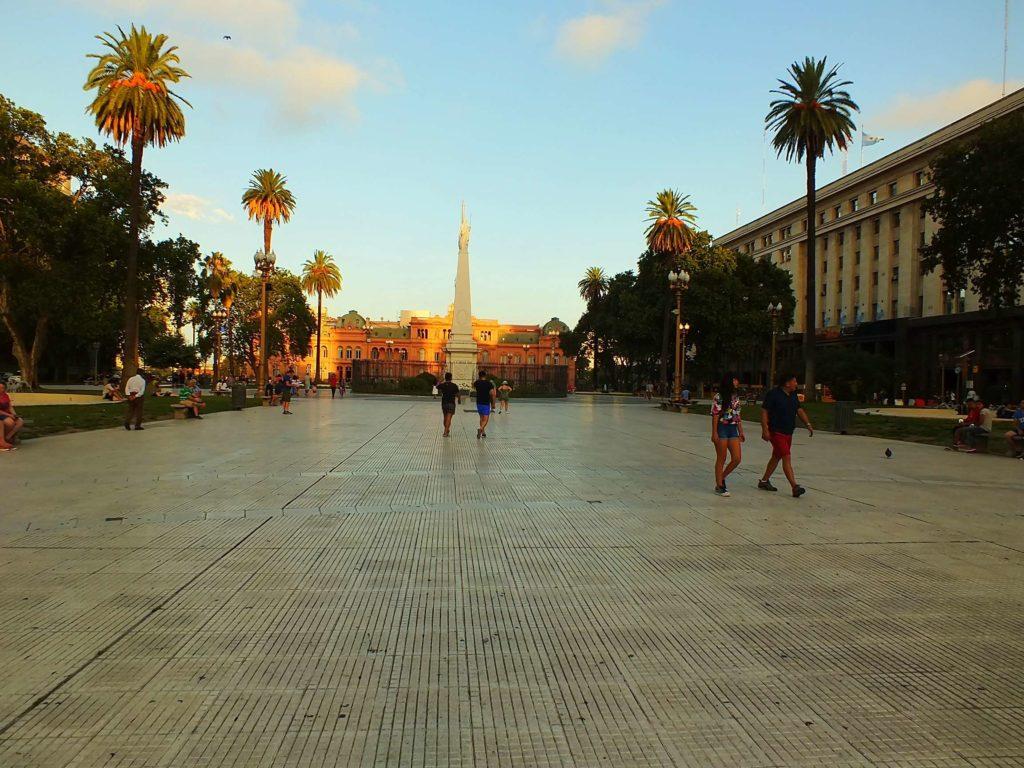 Monserrat Mayıs Meydanı (Plaza de Mayo)