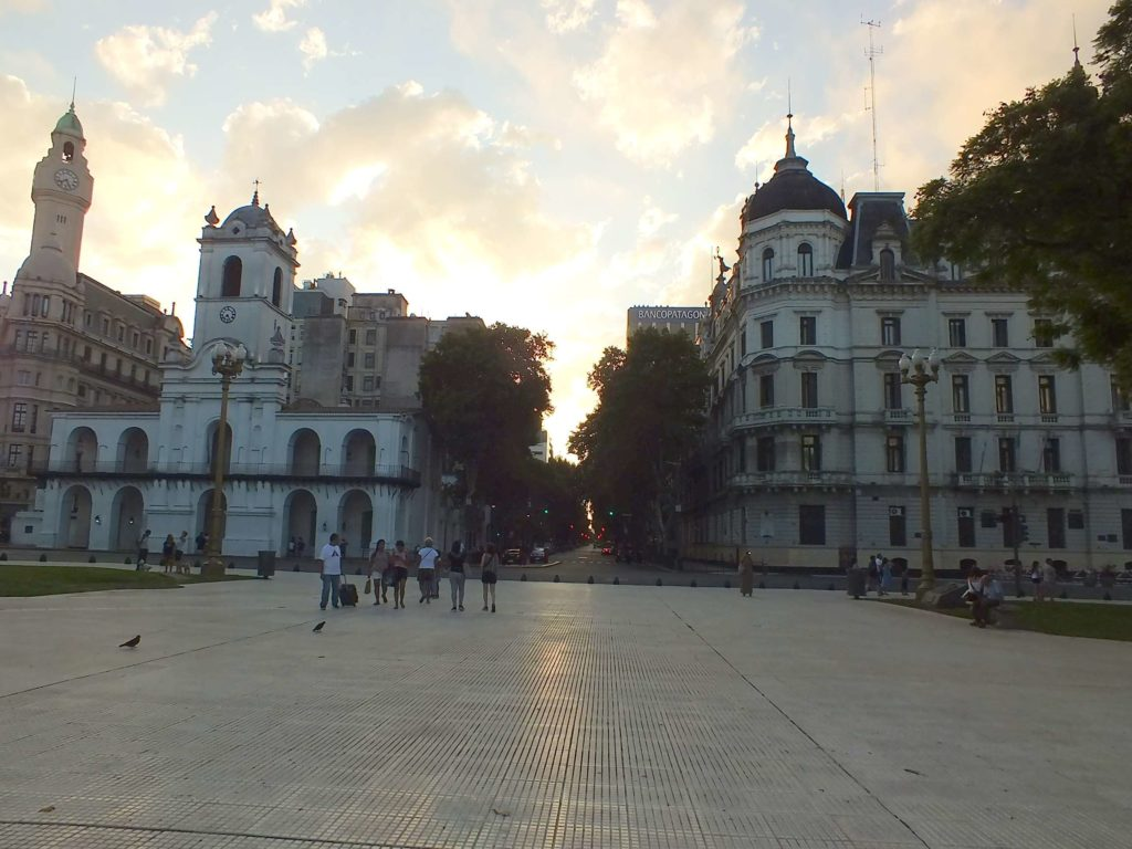 Mayıs Meydanı (Plaza de Mayo)